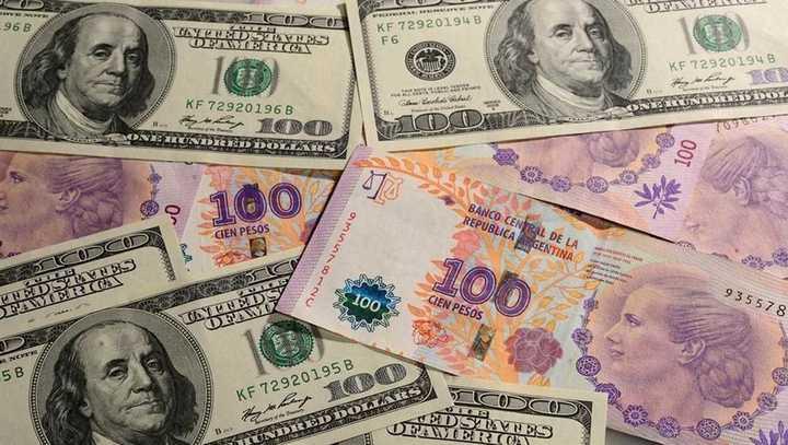 Video: así cerró la cotización del dólar blue este lunes 1 de junio