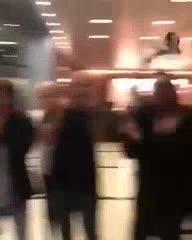 El recibimiento de los hinchas de River en el hotel de Al Ain luego de la derrota.
