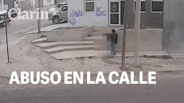 Manoseó a un mujer en la calle a plena luz del día: todo quedó registrado en un video