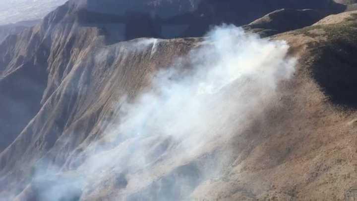 Vista aérea del incendio en el cerro Arco, de Mendoza