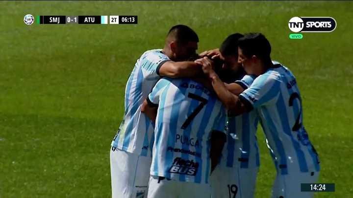 Guillermo Acosta la metió para Atlético Tucumán