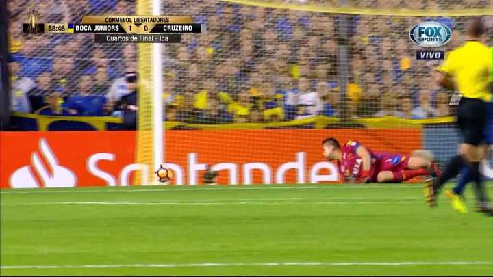 El poste derecho salvó a Cruzeiro