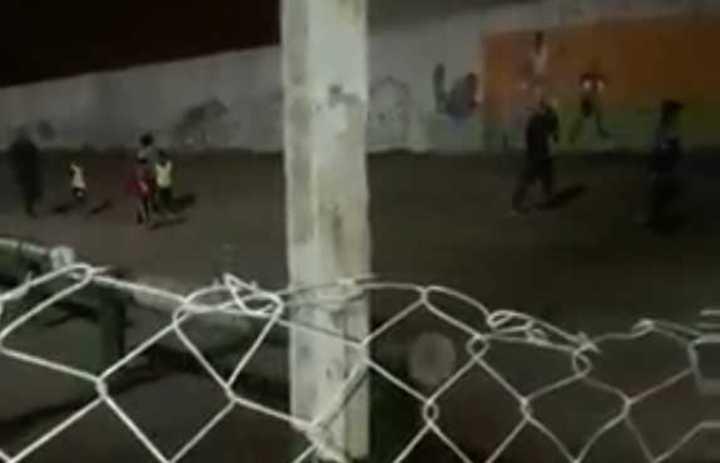Tiros en una canchita de fútbol de Rosario donde había chicos