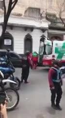 Un delincuente fue detenido tras herido después de un violento asalto en Palermo.