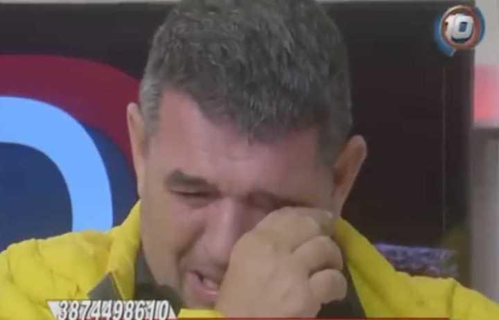 Alfredo Olmedo lloró en televisión por la situación del país