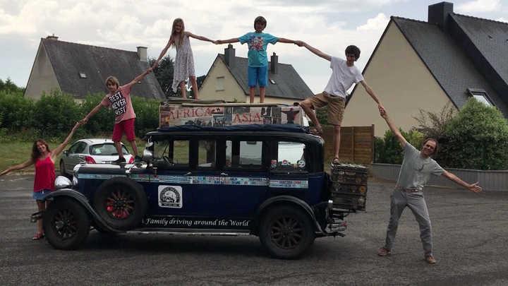 Una familia argentina recorre el mundo en un auto modelo 1928