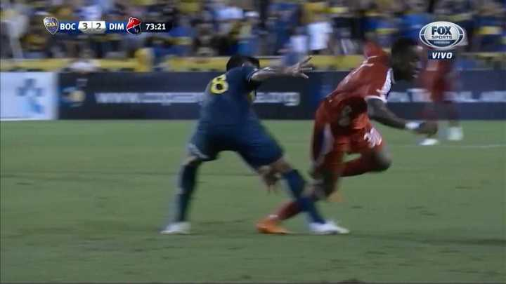 Ovacionaron a Pablo Pérez por pegar una patada