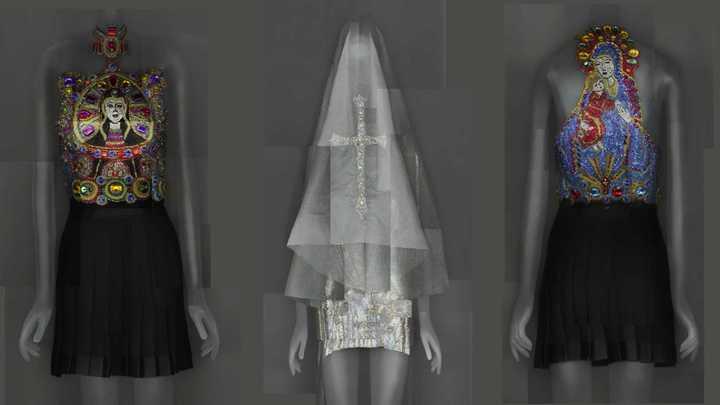 """Cómo es la exposición """"Cuerpos celestiales: la moda y la imaginación católica"""""""