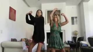 Juanita Tinelli, bailando con Florencia Peña