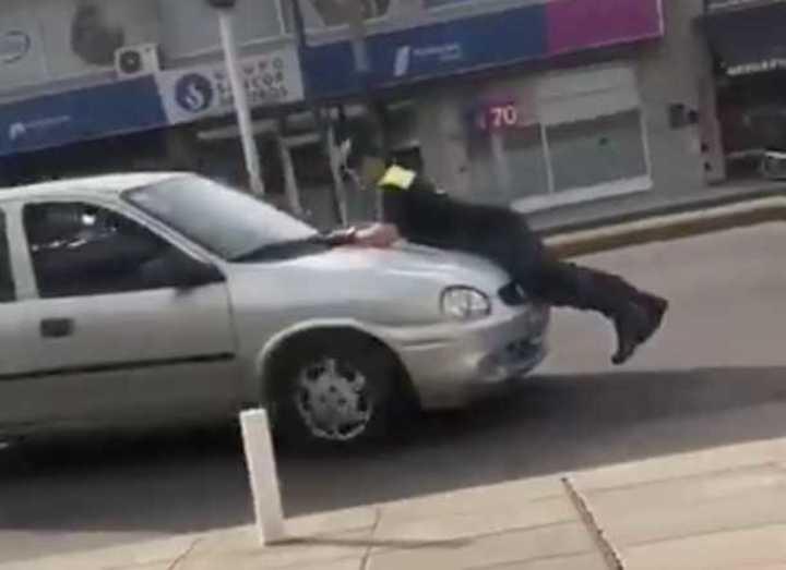 Un conductor atropelló a un agente de tránsito en Lomas de Zamora