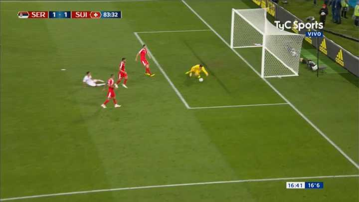 Serbia 1 - Suiza 1 - El arquero impide el gol de Suiza - Mundial Rusia 2018