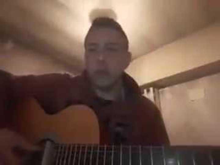 La conmovedora canción que el esposo le dedicó a la policía asesinada
