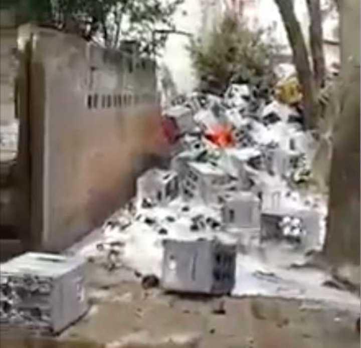 Salta: volcó camión con cerveza y la gente lo saqueó