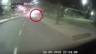 Ataque a un prefecto al bajar del colectivo en la villa 21-14.