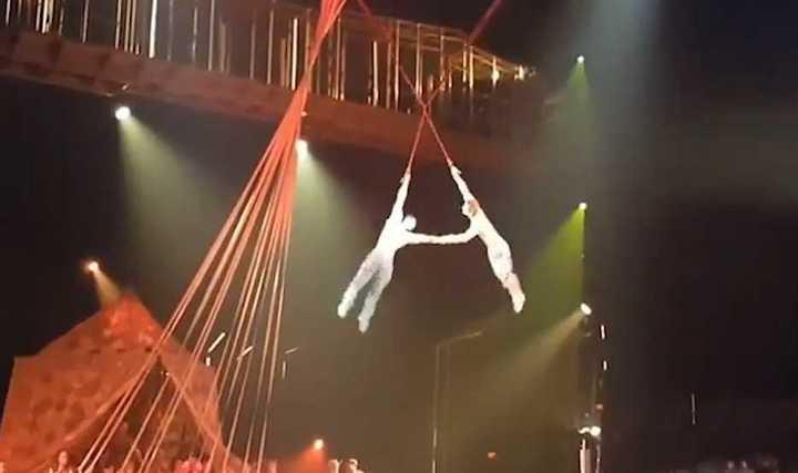 El trágico momento en que el acróbata del Cirque du Solei cae desde cuatro metros de altura