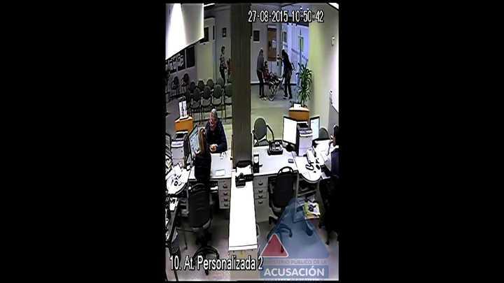 Banco Credicoop de Pérez: simularon la entrada de un cliente con una discapacidad