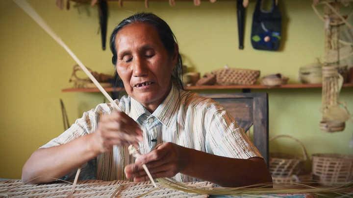 Artesanías con palma en Fortín Lavalle, Chaco