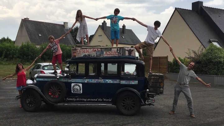 Los Zapp: la familia argentina que hace 18 años viaja en un auto antiguo