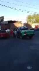 Desafectan a un policía por prestarle el chaleco a una chica