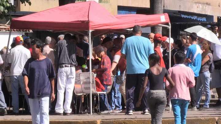 Puntos rojos, polémica medida de Maduro para premiar votantes