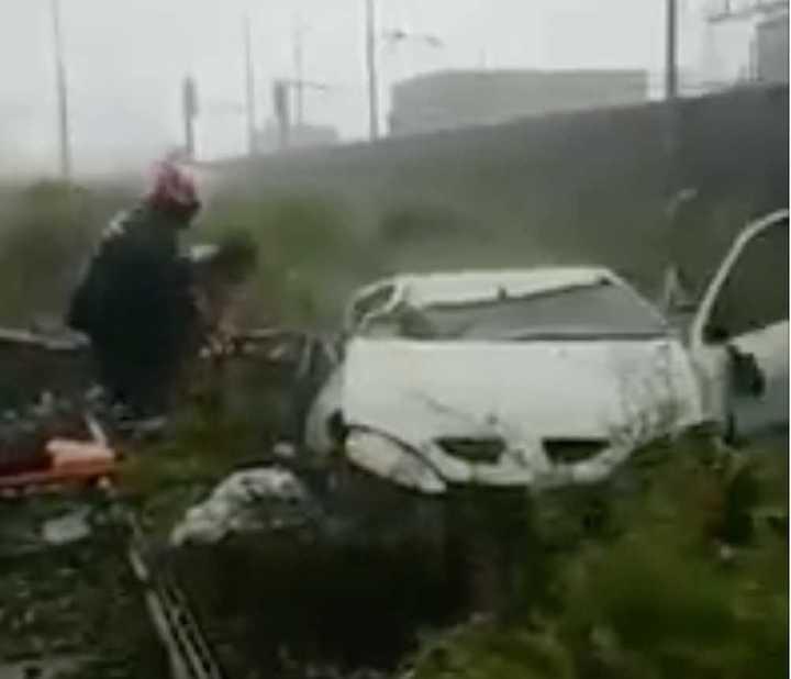 Colapsa un puente en Génova y decenas de autos caen al vacío