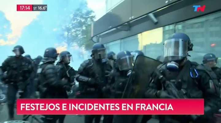 Mundial Rusia 2018: Enfrentamiento entre policías e hinchas en París