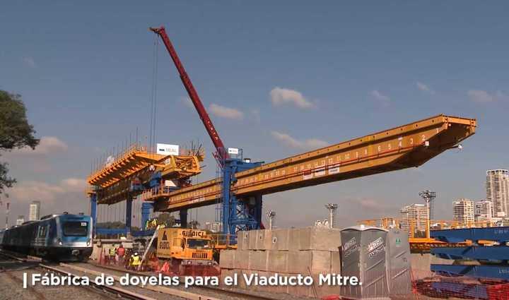 La fábrica donde se hacen las gigantescas piezas que conformarán el viaducto del tren Mitre
