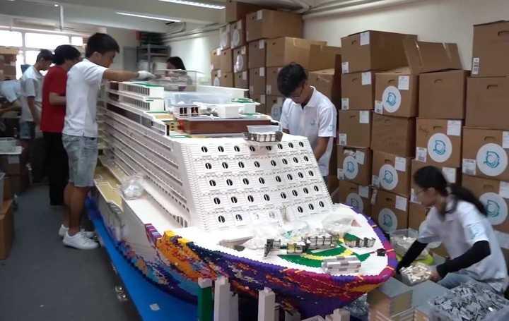 El increíble crucero hecho con bloques de Lego