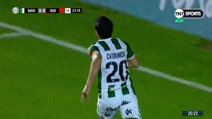 Darío Cvitanich adelantó a Banfiel en el marcador
