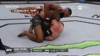 Tyron Woodley defendió con éxito el cinturón de peso welter ante Darren Till. (Fox Sports)