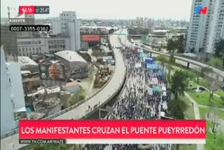 Liberan el Puente Pueyrredón y avanzan los manifestantes