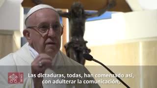 """Papa Francisco habla de la """"comunicación malvada""""."""