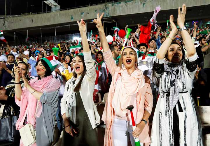 Después de 37 años, las mujeres iraníes volvieron a un estadio de fútbol