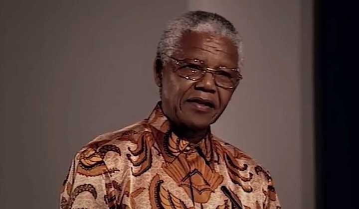 El Mercedes-Benz rojo con el que honraron a Mandela