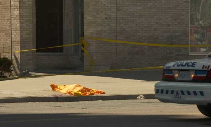Diez muertos por embestida de camioneta a peatones en Toronto