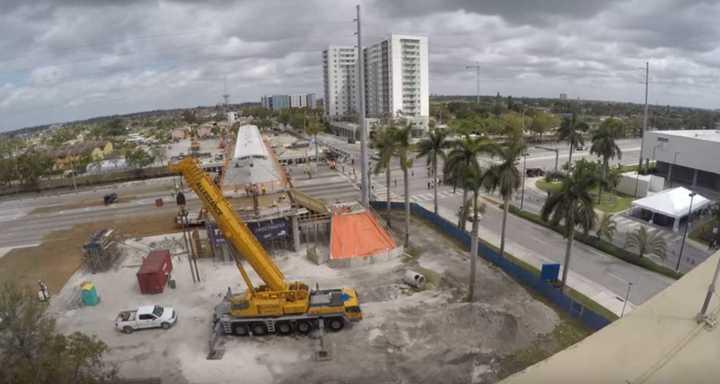 Timelapse de la construcción del puente FIU Sweetwater en Miami
