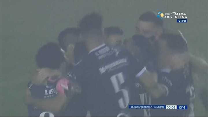 Banfield 1 (2) - General Lamadrid 1 (3). Clasificó Lamadrid por penales y dejó afuera a Banfield - Copa Argentina