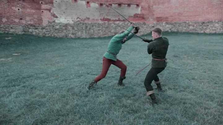 Lucha medieval con espadas