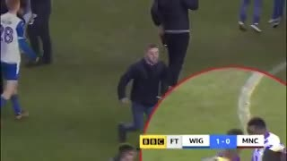 El Kun Agüero casi se agarra con hinchas del Wigan.