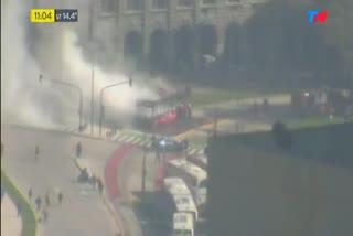 Se incendió un colectivo a metro de Casa Rosada