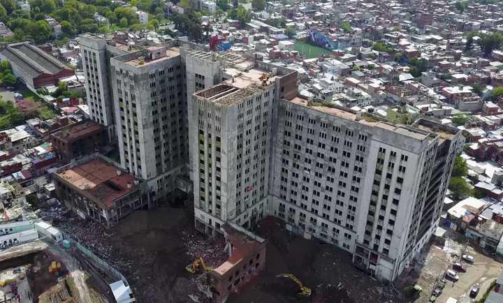 El Elefante Blanco por dentro. Empezaron a demoler el edificio abandonado 80 años.