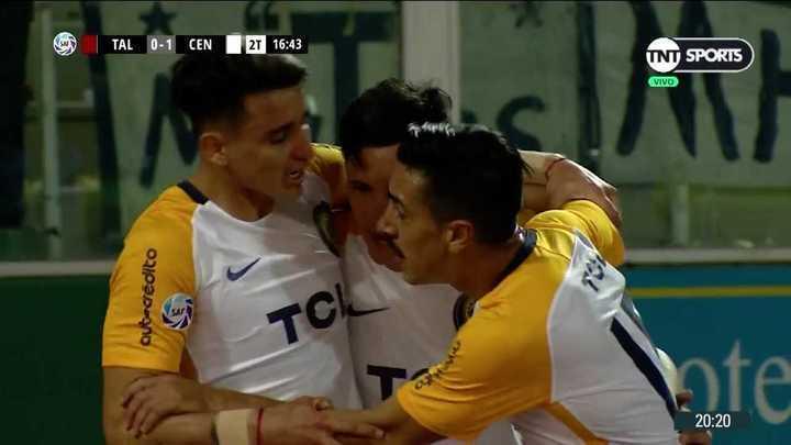 Fernando Zampedri se sacó la mufa y marcó el primero del partido