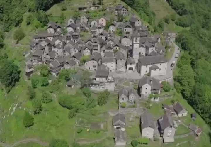 Corippo: el pueblo más pequeño de Suiza que se convertirá en un hotel