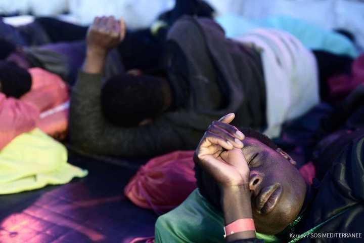 Pese a las demoras por mal tiempo, Valencia espera a los 630 migrantes varados en el Mediterráneo