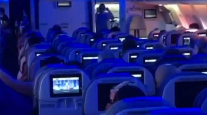 La queja de un piloto de Aerolíneas en pleno vuelo sorprendió a los pasajeros