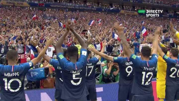 Los franceses quisieron imitar el festejo islandés - Mundial Rusia 2018