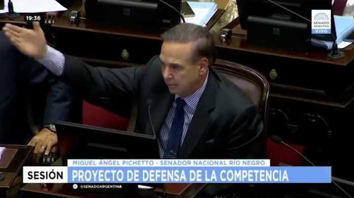 """Miguel Ángel Pichetto advierte a Cambemos que no aliente """"la destrucción de la política"""""""