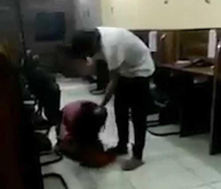 India: el hijo de un policía golpeo a una mujer mientras su amigo lo filmaba