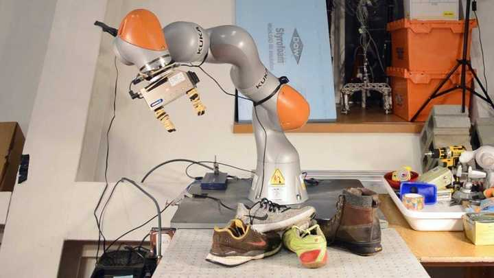 Un robot que aprende motricidad fina