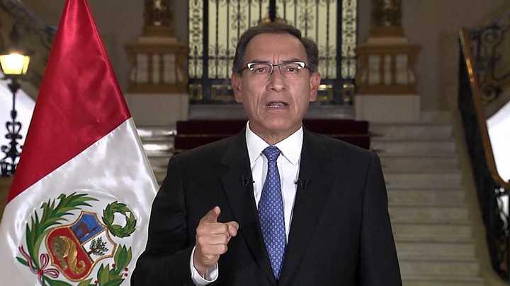Presidente peruano amenaza disolver el Congreso si frena reforma